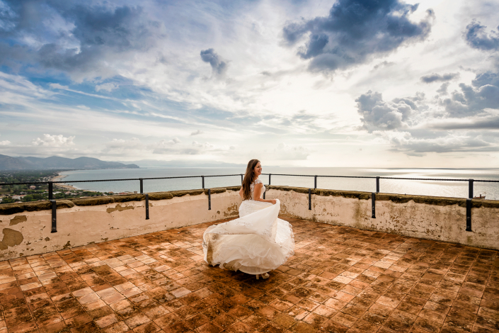 Trash the dress a Sabaudia - sposa in terrazza