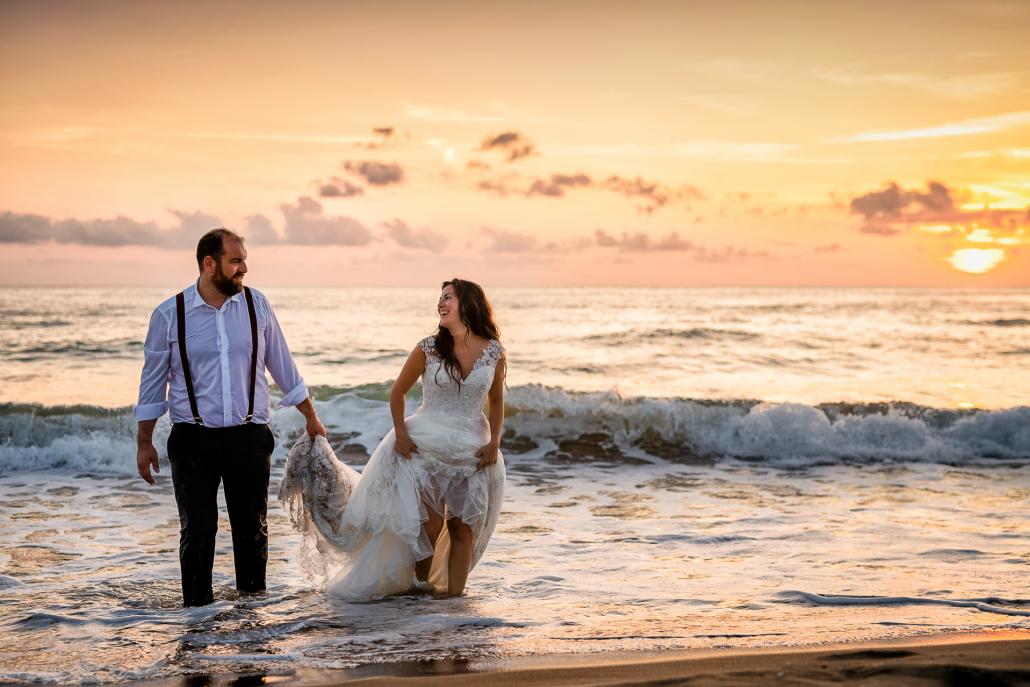 Trash the dress a Sabaudia - sposi in acqua con i vestiti