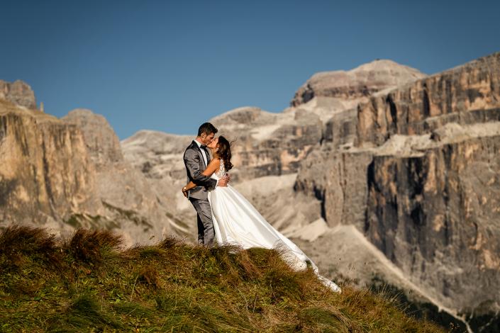 trash the dress al lago di carezza - bacio sposi