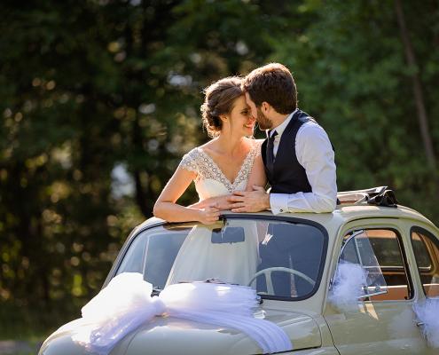 Matrimonio all'Alpe di Siusi - sposi in macchina d'epoca