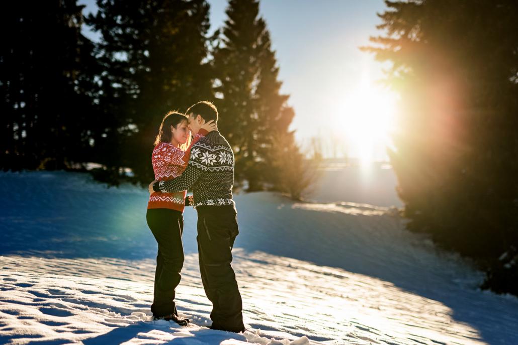 servizio fotografico di coppia su Cima Larici ad Asiago - coppia al tramonto