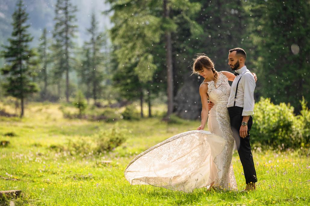 trash the dress al Lago di Braies - sposi nel bosco