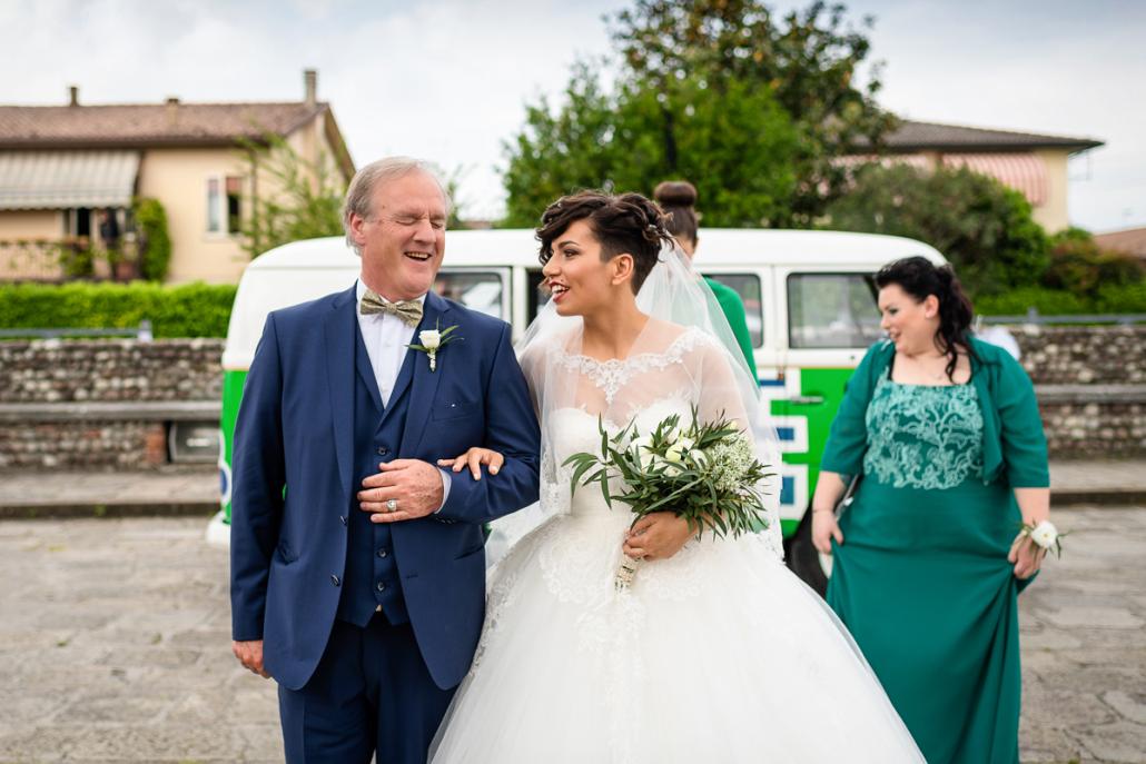 Matrimonio a Villa Caprera - arrivo sposa col padre