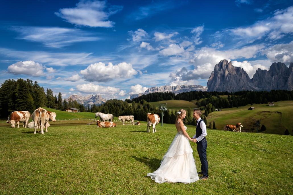 Trash the dress in Alpe di Siusi - sposi sul pascolo