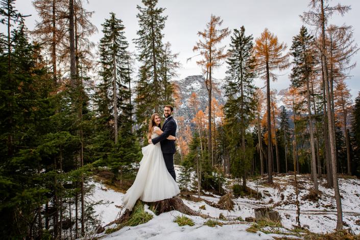 Trash the dress in Val Badia - sposi nel bosco