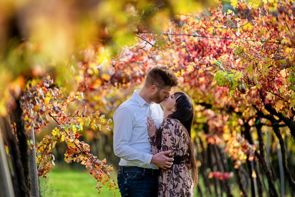 engagement in Valle dei molini a Mossano - bacio in vigna