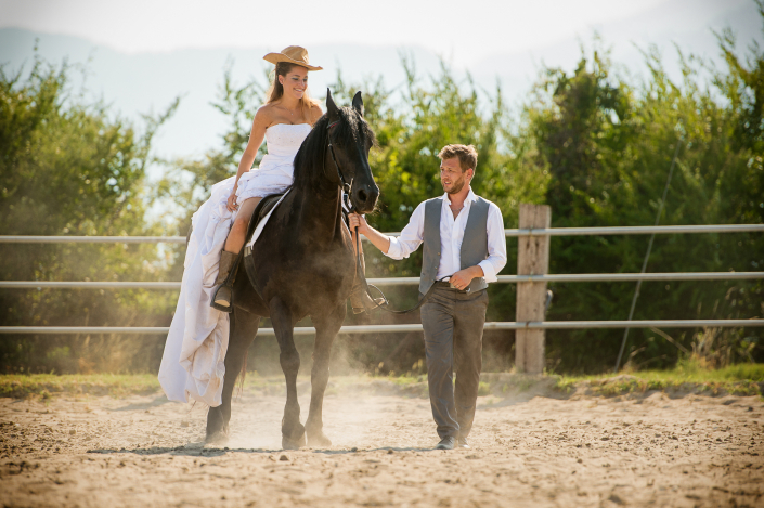 trash the dress - sposa a cavallo