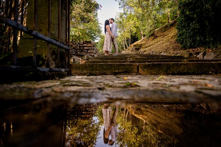 servizio fotografico di coppia ad Arquà Petrarca - coppia riflessa sull'acqua